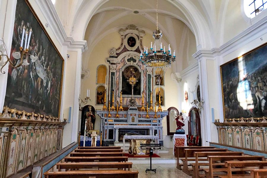 I tesori ed i dipinti custoditi all'interno della chiesa di Santa Maria degli angeli a Gallipoli