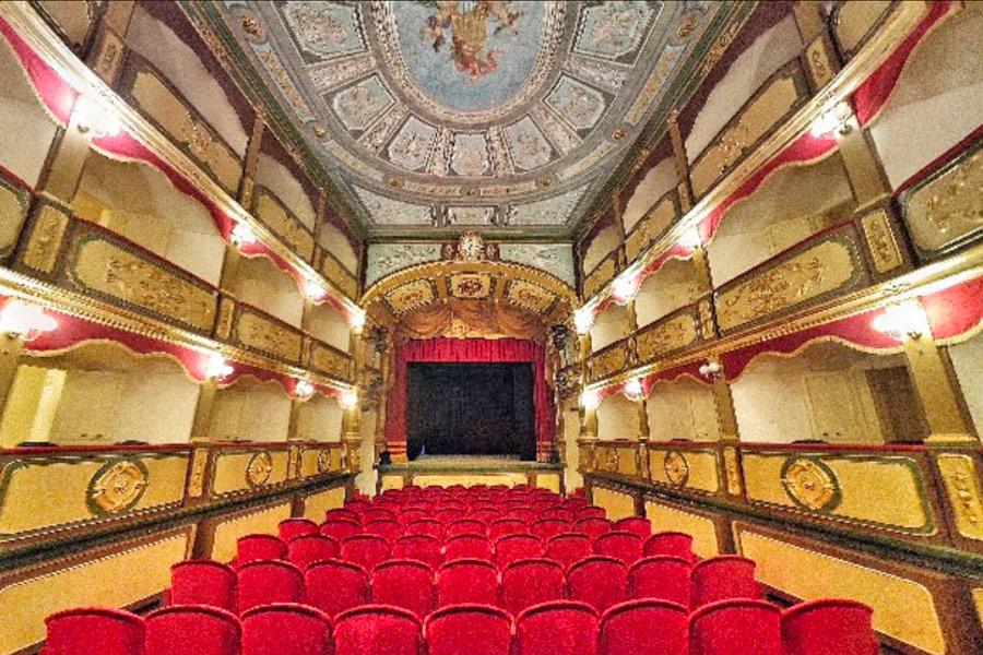 Interno del teatro Garibaldi nel centro storico di Gallipoli