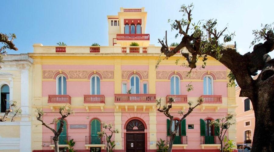 Bed & Breakfast situato sul viale della stazione in un palazzo storico di Gallipoli
