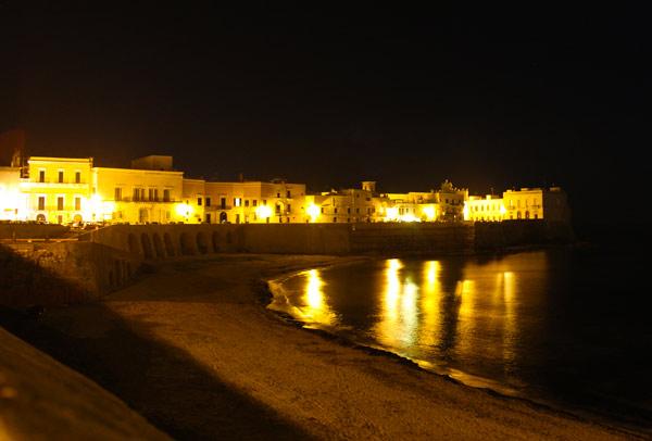La spiaggia della Purità a Gallipoli di notte